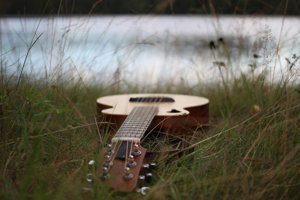 akusticka gitara
