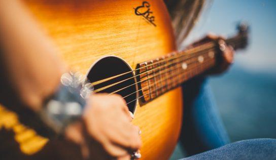 Akustická gitara. Ako vybrať tú ideálnu pre Vás?