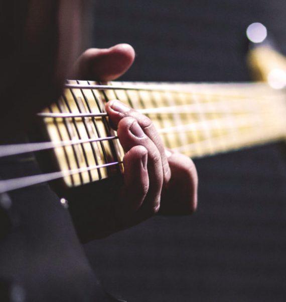 Basgitara – dôležitá súčasť každej kapely!
