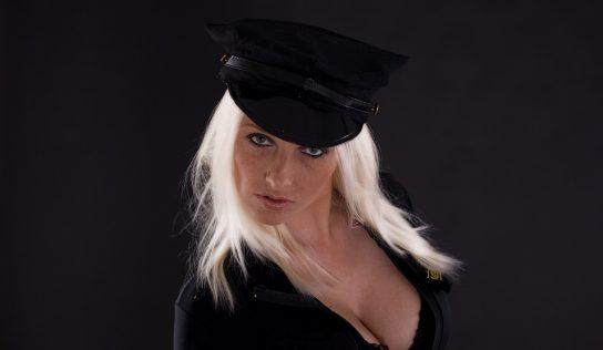 Sexy kostýmy policajtky alebo učiteľky čakajú len na Vás!