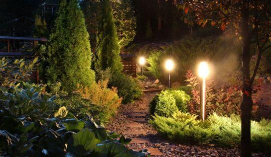 Ako vybrať vonkajšie svietidlá do Vašej záhrady?