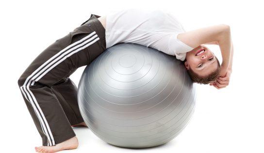 Fitlopta pomáha správnemu držaniu tela a spevňuje chrbát