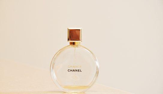 TOP 10 dámske aj pánske parfemy – očar vôňou aj v roku 2019