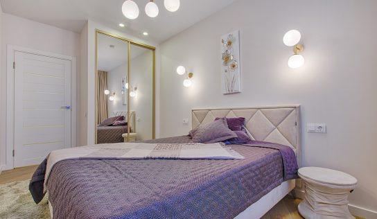 Prehoz na posteľ – dekoratívny prvok, ktorý dodá spálni šmrnc