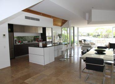 Vodeodolné podlahy: Skvelá voľba do kuchyne alebo do kúpeľne