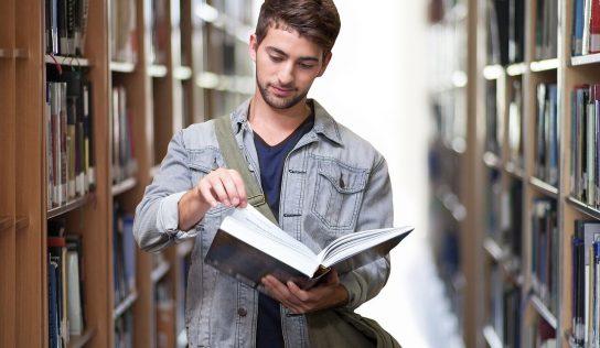 Ako úspešne dokončiť vysokú školu aneprísť pri tom orozum?