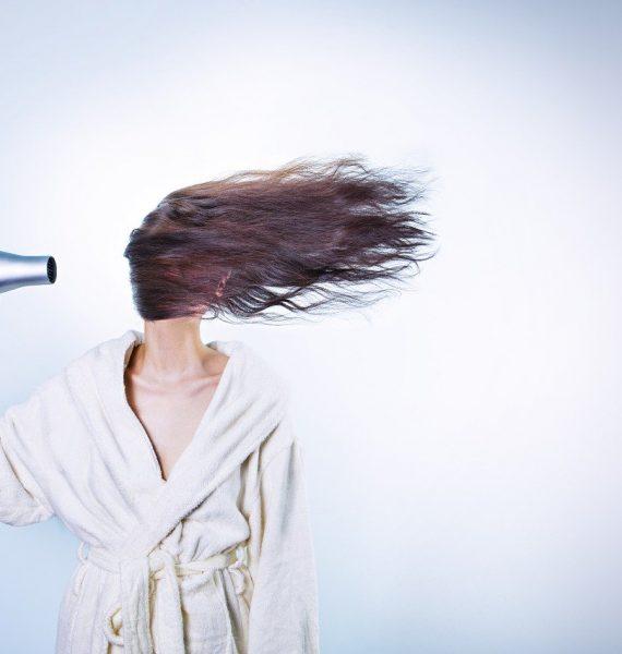 Dôsledná starostlivosť ozdravé vlasy – čo by vám nemalo chýbať?