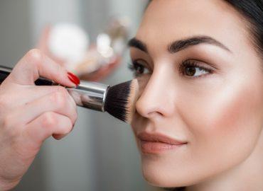 Staňte sa krásnou aelegantnou vďaka kvalitnej kozmetike