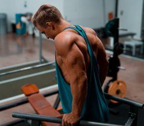 Najlepšie cviky na triceps s vlastnou váhou a jednoručkami aj pre ženy